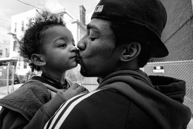 """Photo: Zun Lee , de la serie """"Father Figure,"""" www.zunlee.com/fatherfigure"""